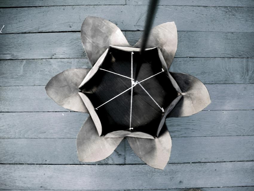 Fleur découpée et cousue dans de la chambre à air