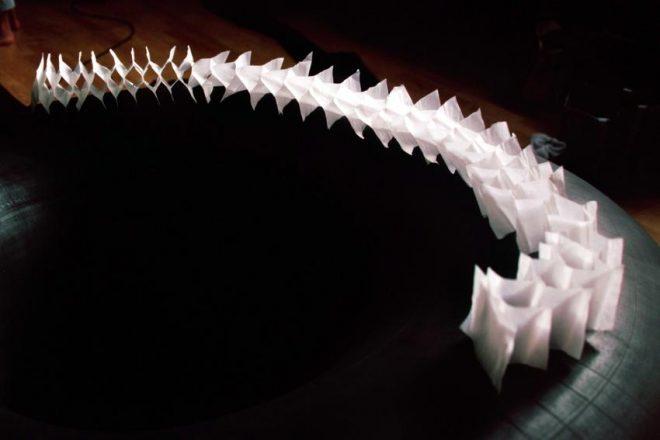 guirlande de papier translucide
