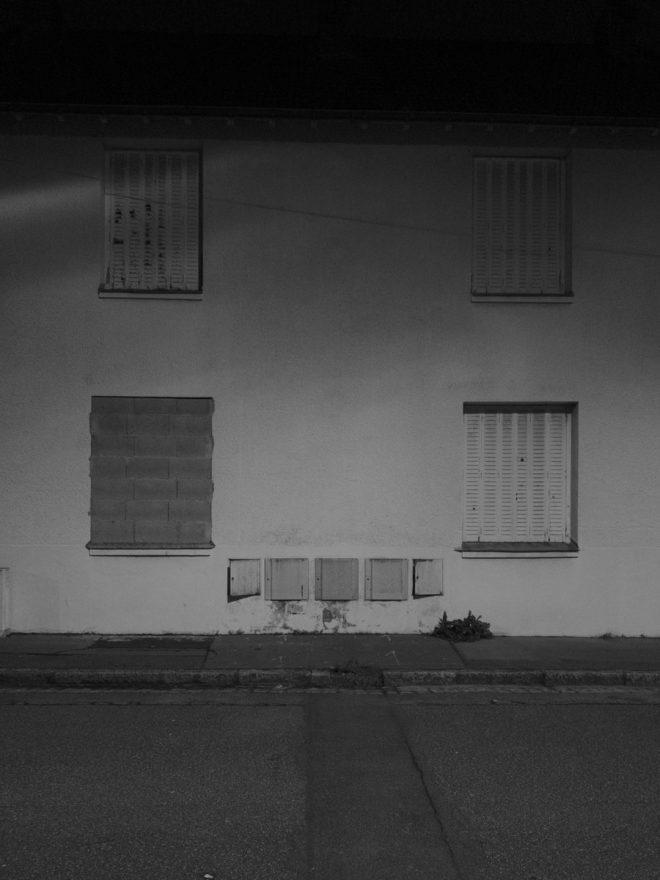 Une fenêtre murée, 3 volets fermés