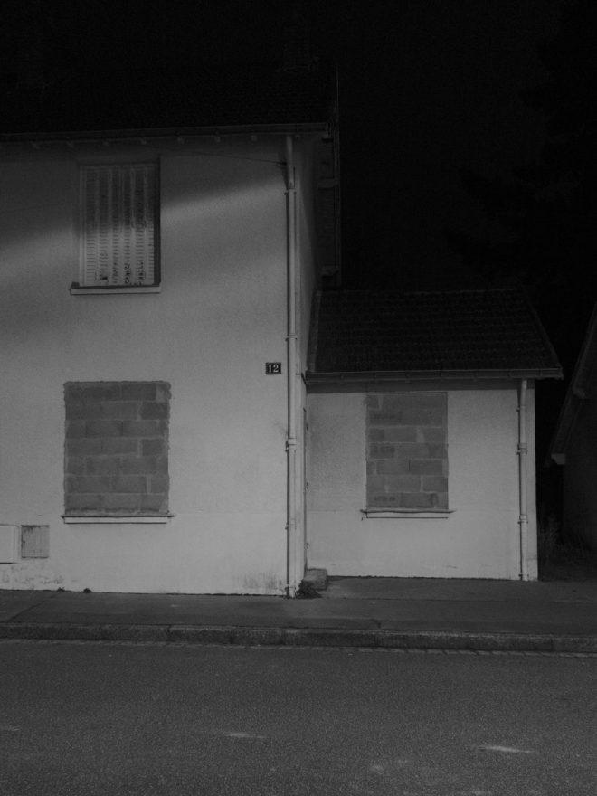 Deux fenêtres murées
