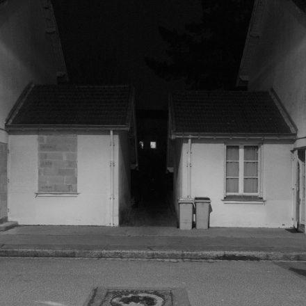 Une maison habitée, l'autre murée