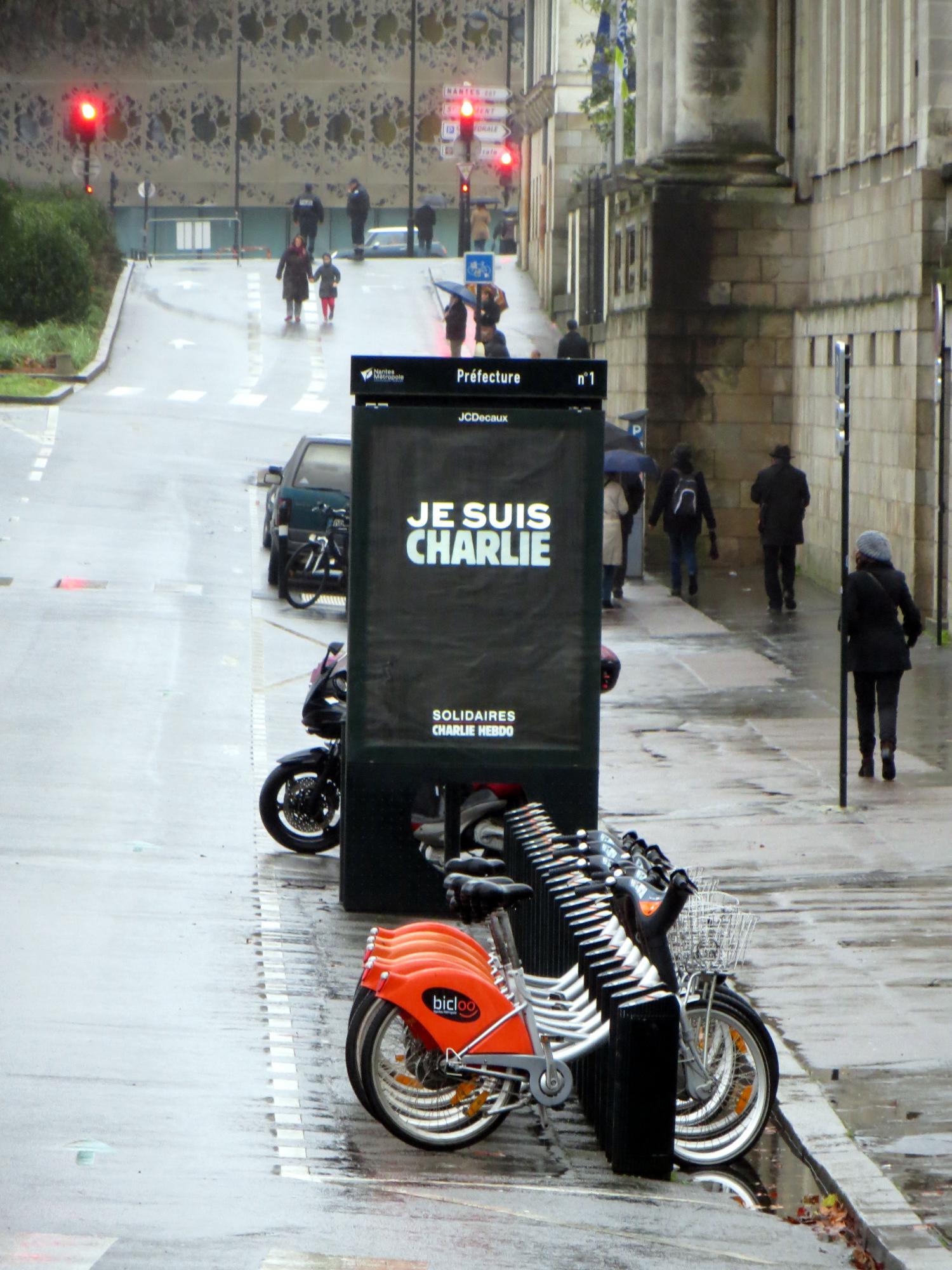 Affiche publicitaire, solidaire Charlie Hebdo