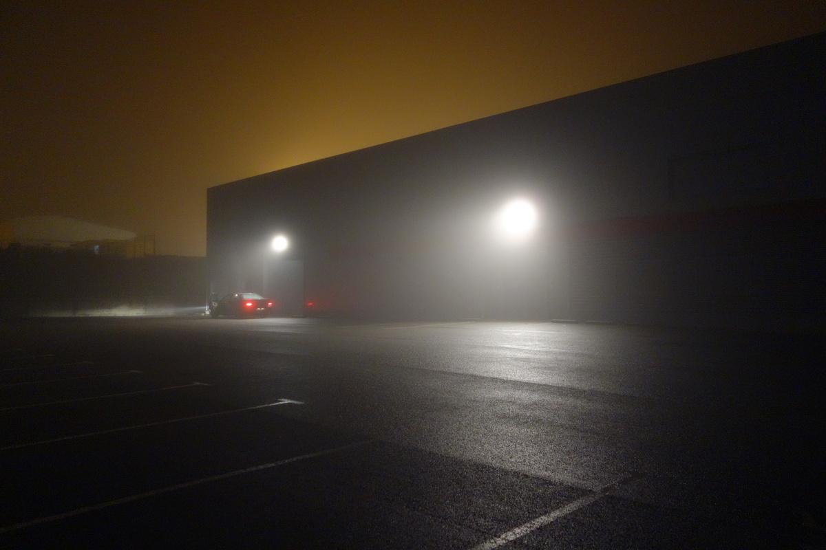 jeu de lumières dans la brume matinale