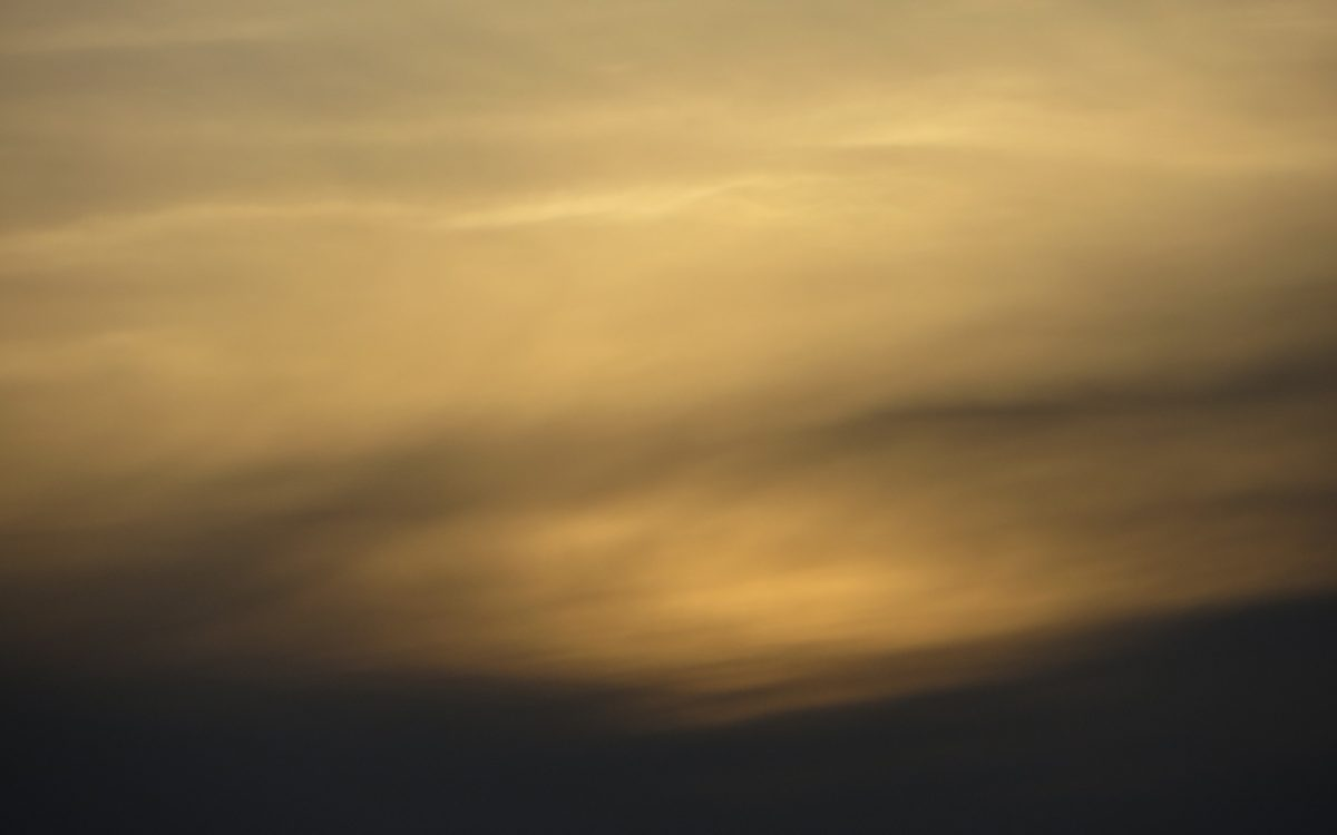 nuage or et gris