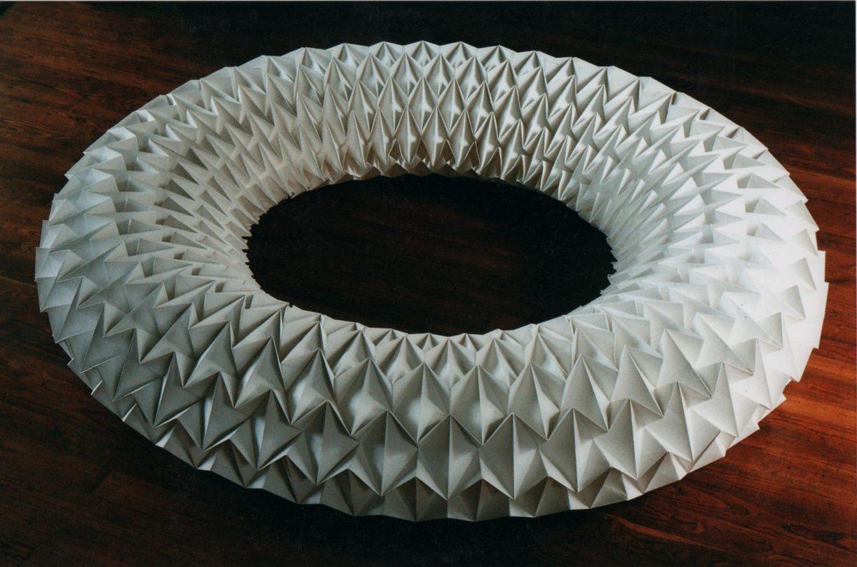 anneaux de papiers au motif dupliqué