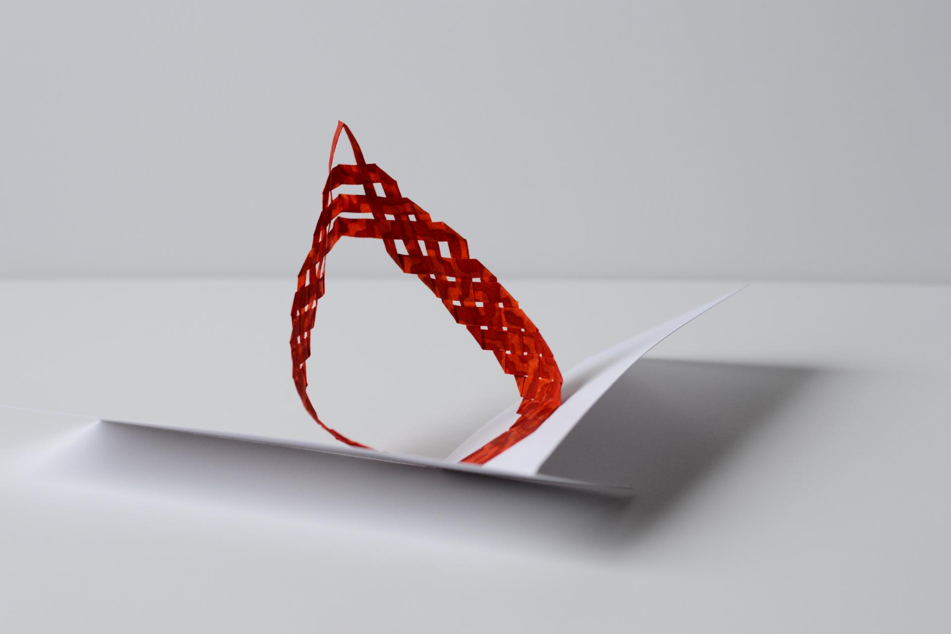 pop de papier tissé rouge