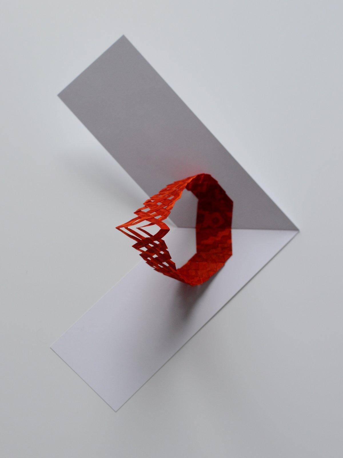 pop up rouge vue de dessus avec carte en v