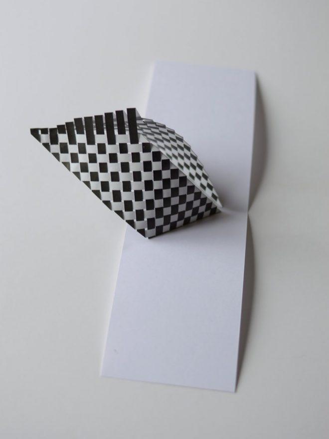 carte popup graphique en noir et blanc