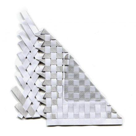 tissage d'une enveloppe blanche et grise