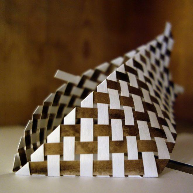 Kirigami popup en damier au brou de noix