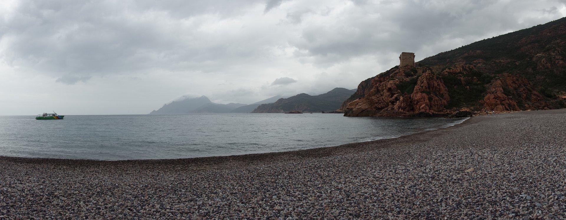 plage de galets en Corse